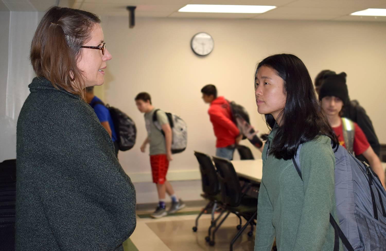 Dr. Hadsell speaks with a student after her presentation on artificial intelligence on May 2, 2019.
